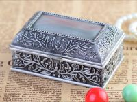 <p>Jewelry Box with Antique Pewter Design High quality jewelry gift box with inner luxury velvet padding jewellery finishing. Model: 2157 Size: 13(L) x 8(W) x 5.5(H)cm Weight: […]</p>